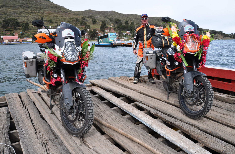 Wackelige Fährfahrt nach Bolivien | A rocky ferry ride to Bolivia