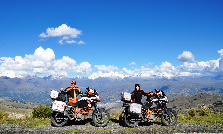 Cordillera-Blanca-Panorama mit einigen Sechstausendern   Cordillera-Blanca panorama with some of the 6000-m-high peaks