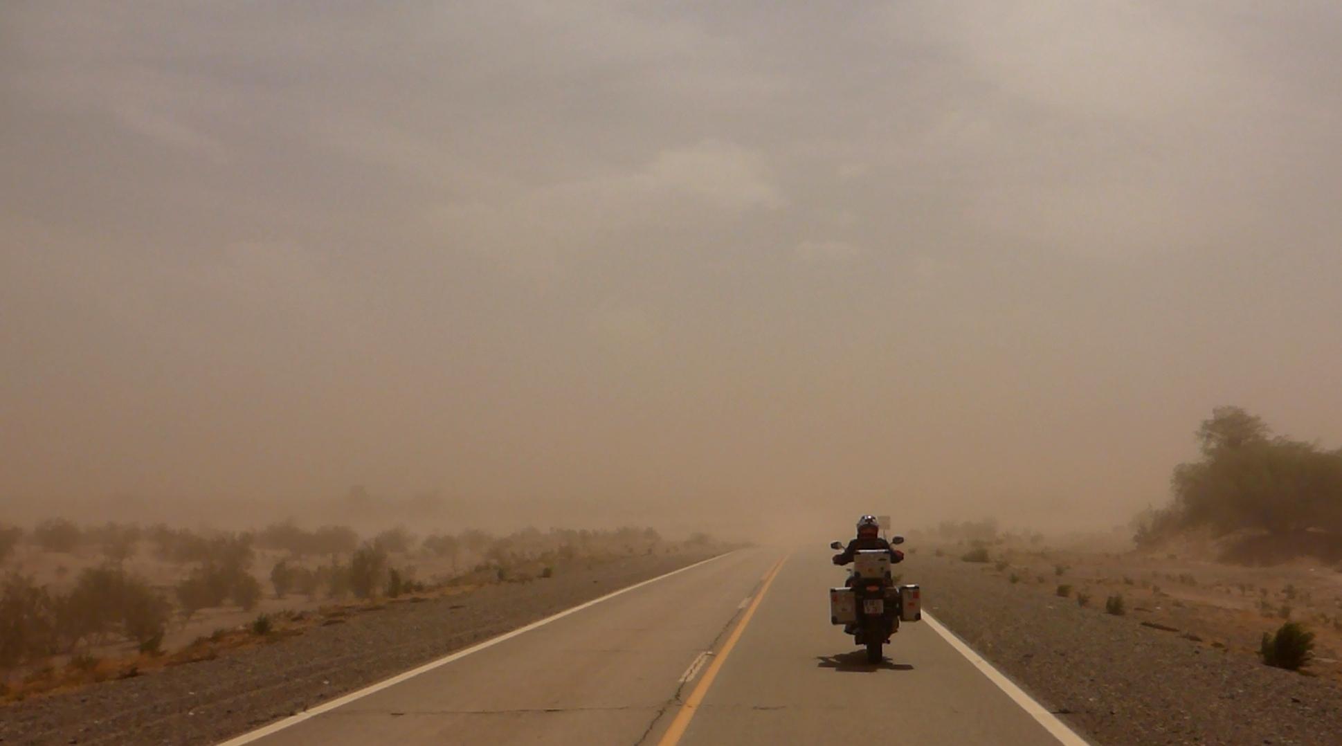 Sandsturm: Wo ist die Straße?  | Sand storm: where's the road?