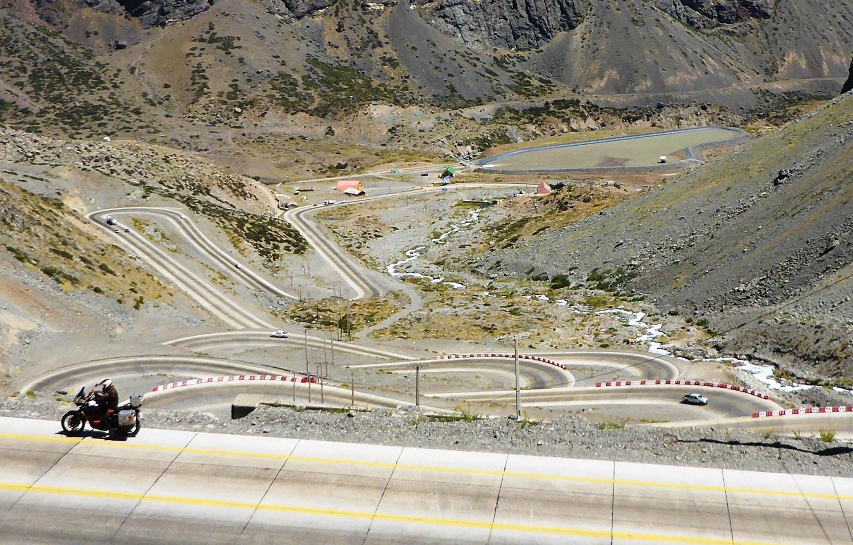 Andenüberquerung von Santiago de Chile nach Mendoza in Argentinien: gut ausgebaute Hauptverkehrsverbindung | Andes crossing from Santiago de Chile to Mendoza in Argentina: well-developed main highway