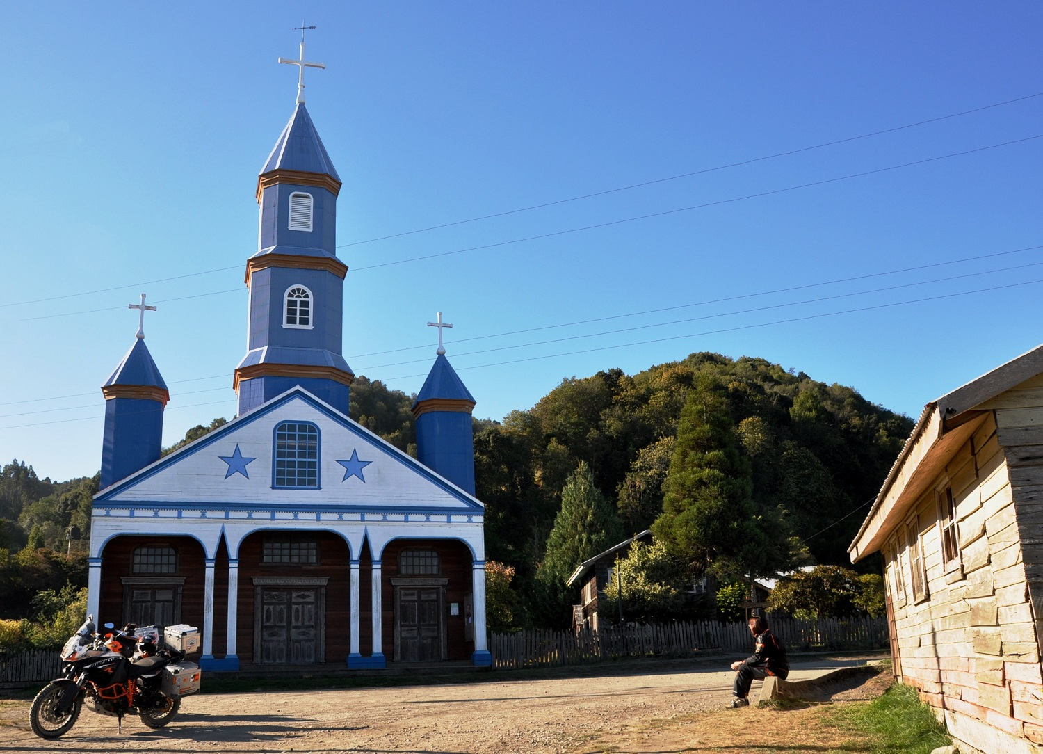 Bunte Holzkirchen sind das Wahrzeichen der Pazifikinsel Chiloé | Colorful wooden churches are the emblems of the Pacific island of Chiloé
