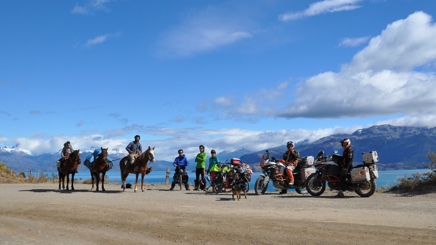 Hauptsache unterwegs: Reisende mit Rad, Pferd und Motorrad | On the move: travelers with bicycles, horses, and motorcycles