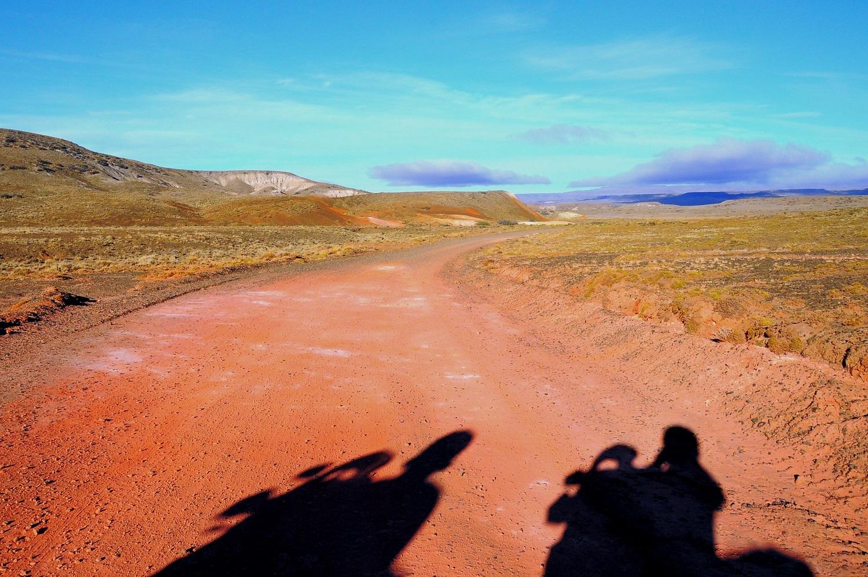 Schneller fahren als der eigene Schatten? | Riding faster than our own shadows?