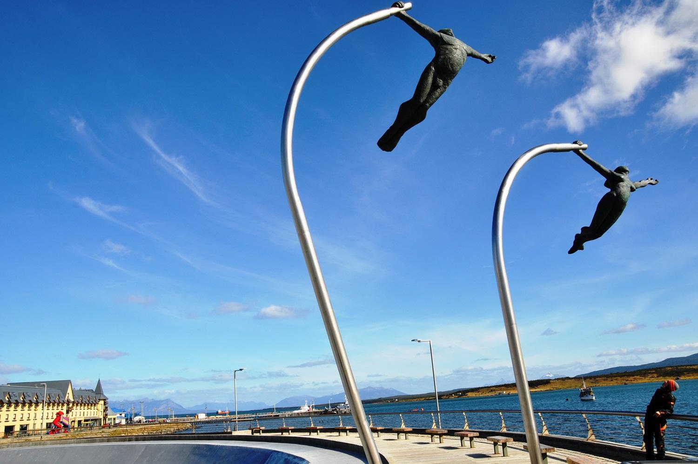 Sehr passend: Denkmal für den Wind (Puerto Natales) | Very fitting: Wind Monument (Puerto Natales)