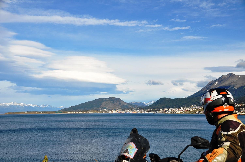 Blick auf Ushuaia am Beagle-Kanal | View towards Ushuaia on the Beagle Channel