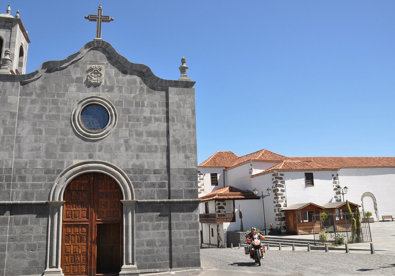Lavakirche in Vilaflor, Teneriffa | Lava church in Vilaflor, Tenerife