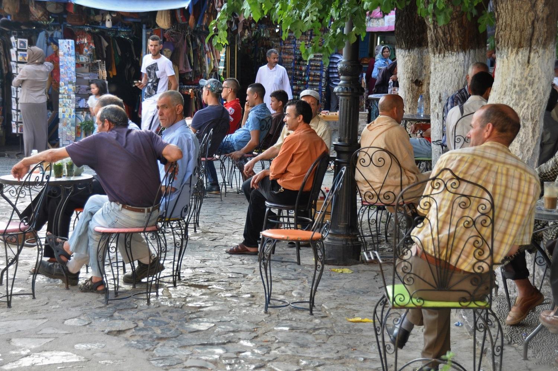 Während die einen im Caféhaus sitzen … | While some sit in cafes …