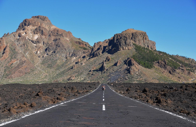 Quer durch ein Lavafeld | Straight across a lava field