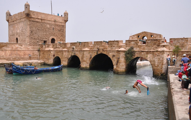 Baden im Hafenbecken von Essaouira | Swimming in Essaouira's harbor