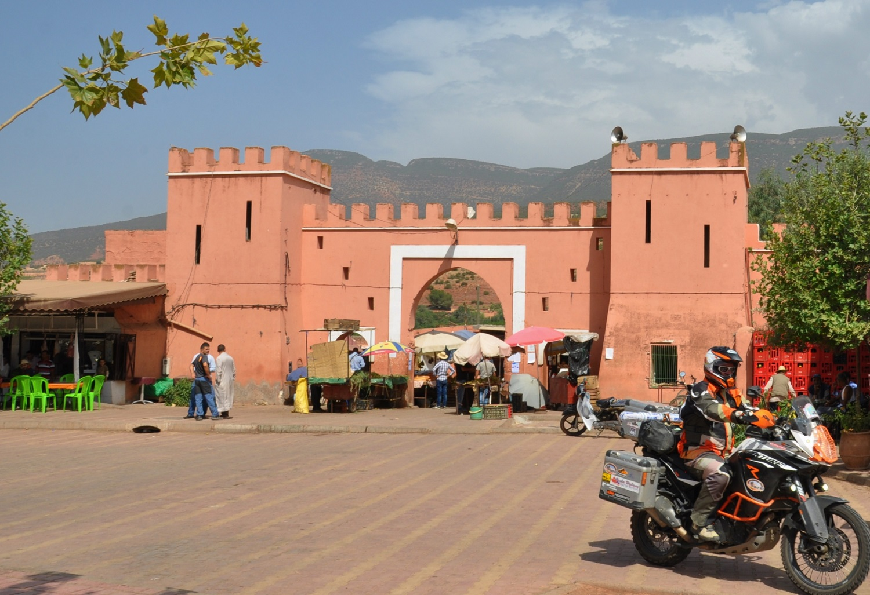 Vor dem Stadttor von Asni   In front of the Asni town gates
