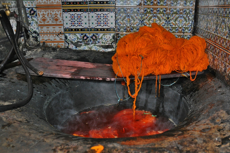 Wollfärberei: der orange Kochtopf   Yarn dyer: the orange cooking pot