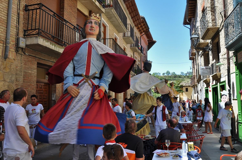 Straßenparade der Riesen in Puente de la Reina | Street parade of giants in Puente de la Reina