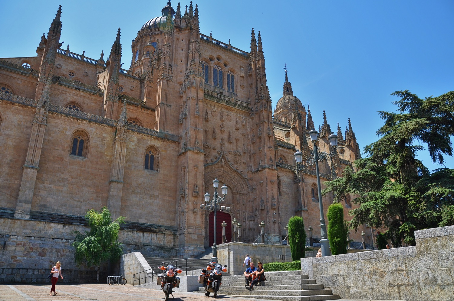 Vor der Kathedrale in Salamanca | In front of the cathedral in Salamanca