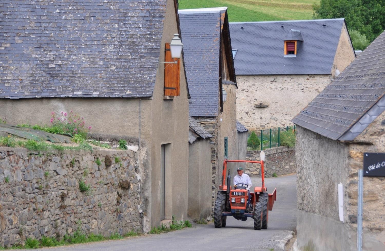Typisch französisches Pyrenäendorf   Typical French Pyrenean village