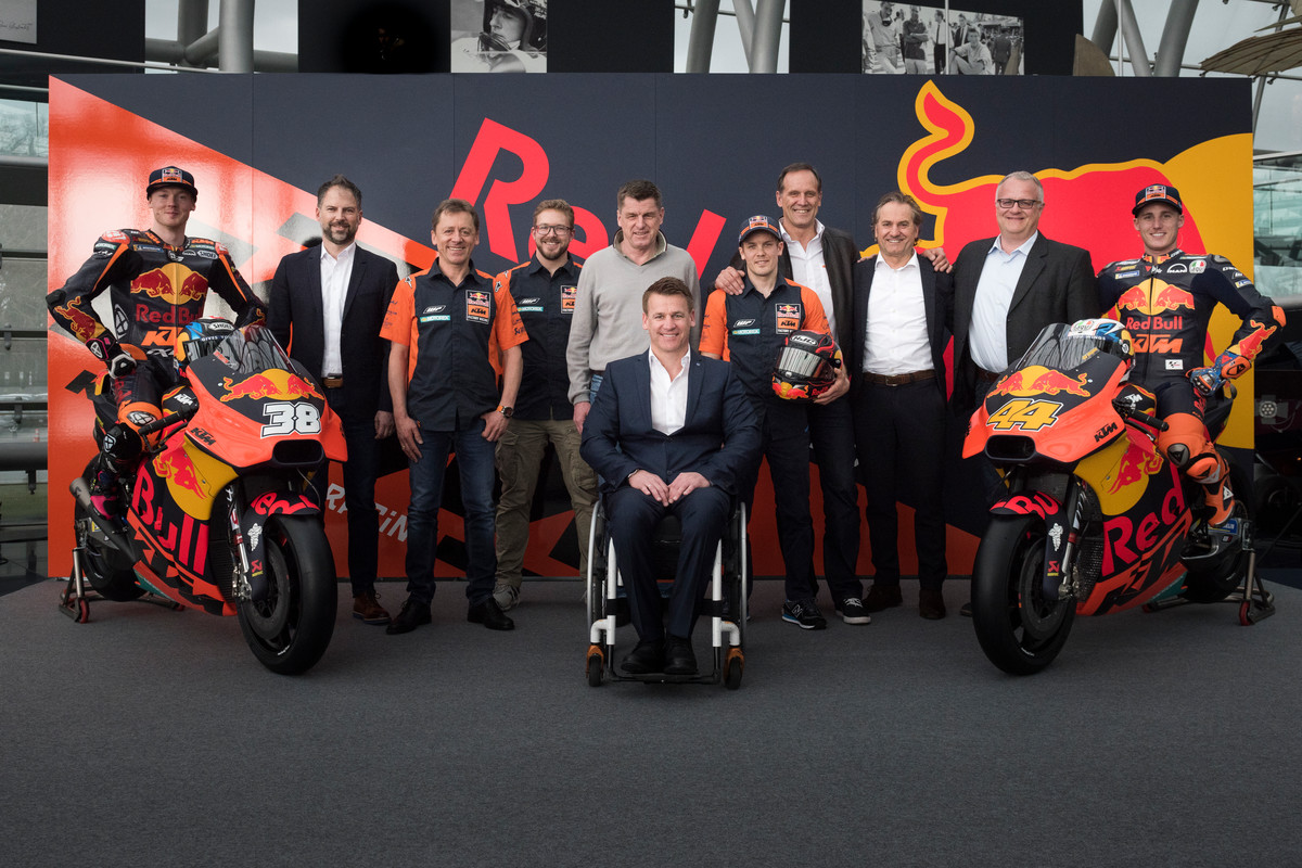 223390_Red Bull KTM Factory Racing Team KTM RC16 Hangar-7 2018