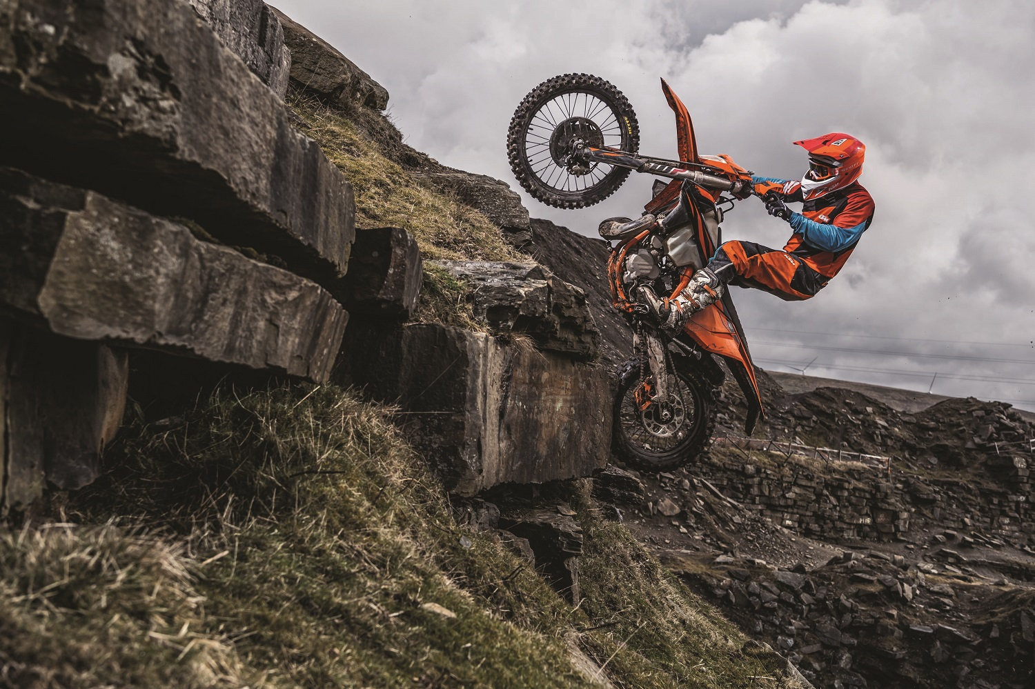 01_Action_KTM 300 EXC TPI MY2019