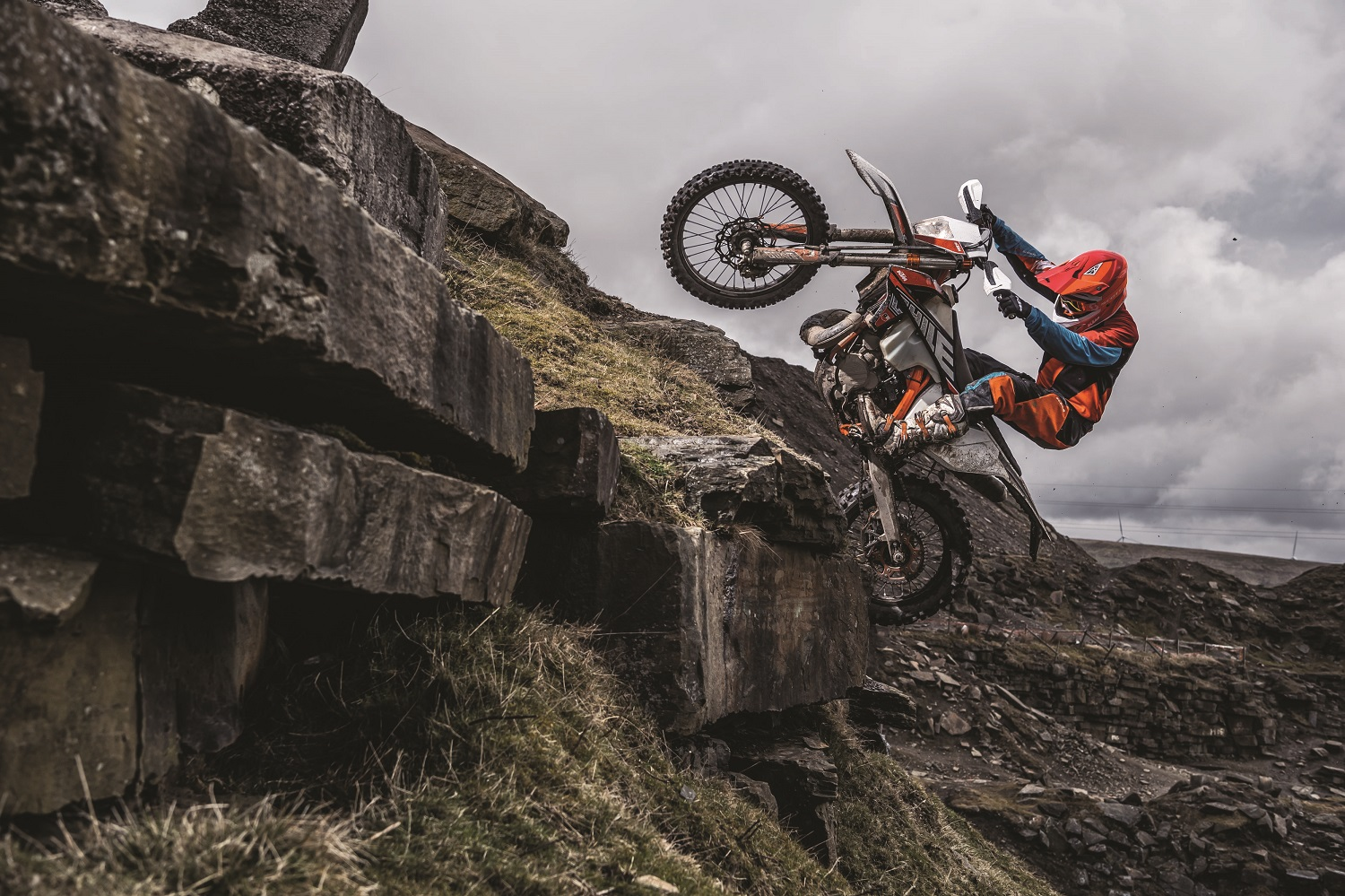 01_Action_KTM 300 EXC TPI SIX DAYS MY2019