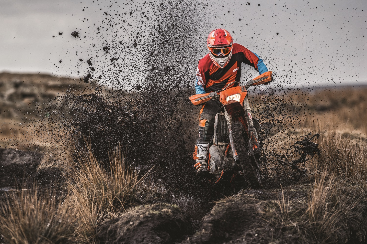 02_Action_KTM 250 EXC TPI MY2019
