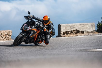 More tour and more roar: 2019 KTM 1290 SUPER DUKE GT