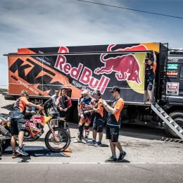 The team behind the (Dakar) team or five short stories of love and passion – Part 1