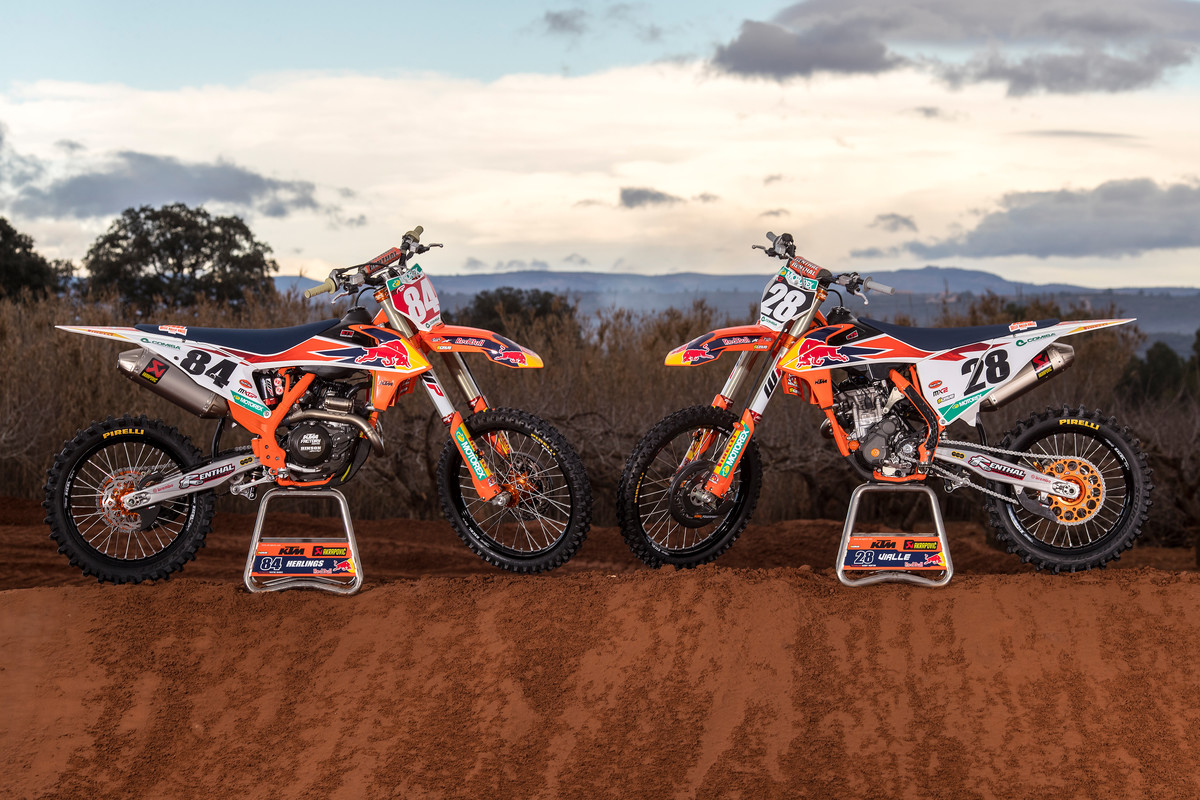 266933_Herlings_Vialle_KTM_photoshoot_MXGP_2019_RA_0030