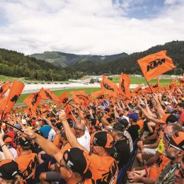 2019 KTM FAN PACKAGES: Die ultimative MotoGP™-Erfahrung in Orange