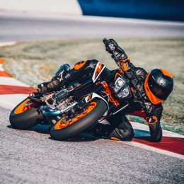 4 BIG 'W'S OF THE NEW KTM 890 DUKE R