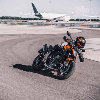 CAN YOU DANCE? KEY REASONS TO PUNCH WITH THE KTM 890 DUKE