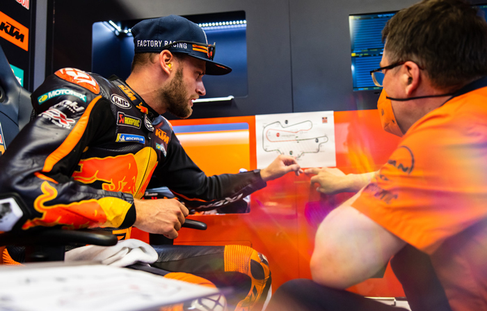 Brad Binder geht mit dem Team die Kurven des Autodromo Internationale del Mugello (Italien) durch PC @PolarityPhoto